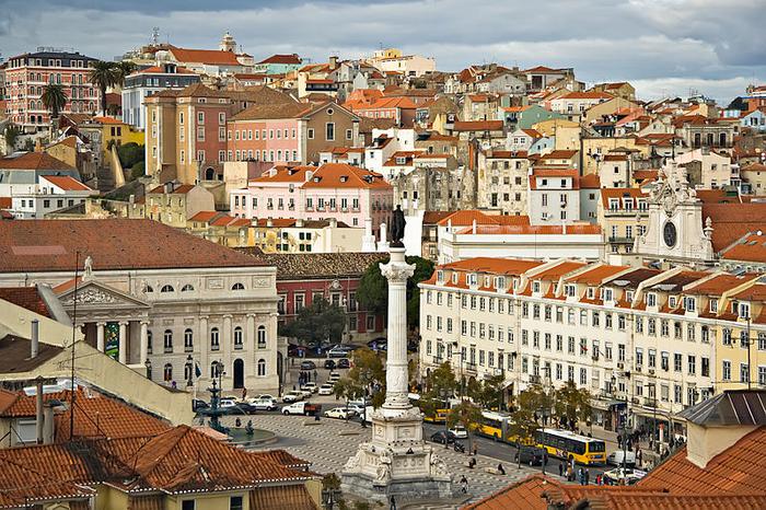 800px-Lisbon_09882_Lisboa_Praça_don_Pedro_2006_Luca_Galuzzi.jpg