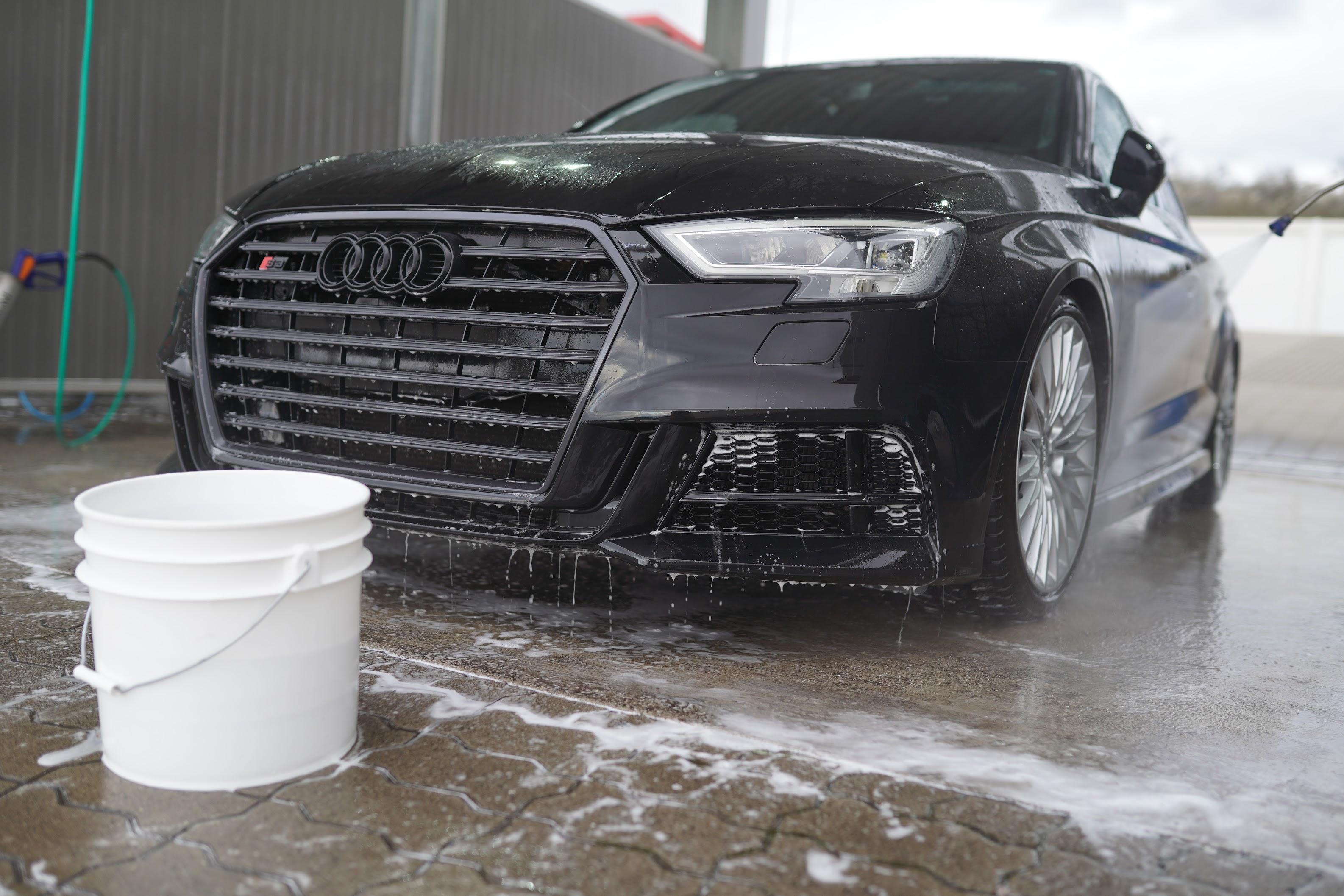 Fahrzeugpflege im Winter Eimerwäsche